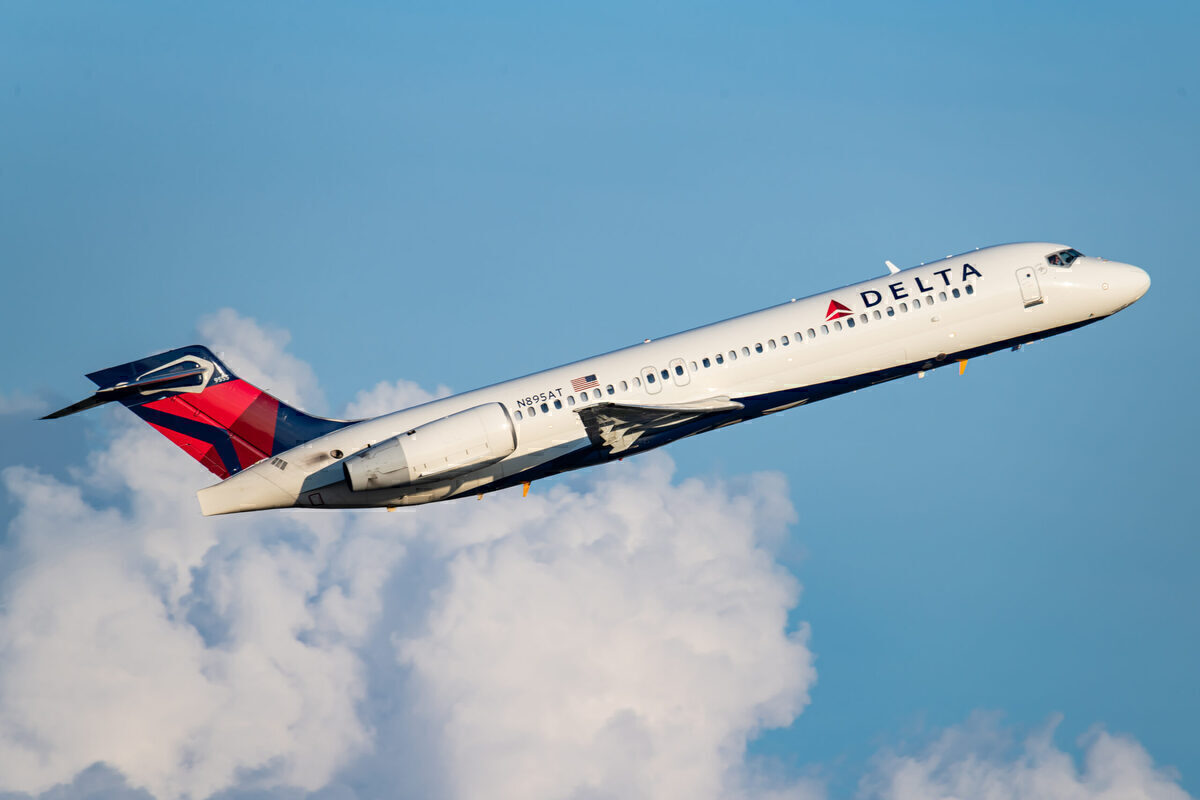 Delta Air Lines, Boeing 717, Taxiway Excursion