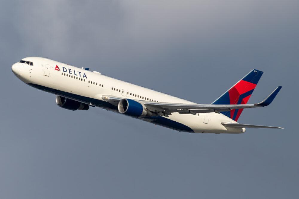 Delta Air Lines Boeing 767-332(ER) N179DN