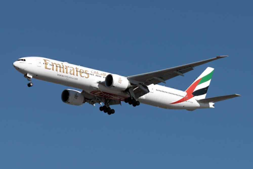 Emirates Boeing 777-31H(ER) A6-EQN (2)