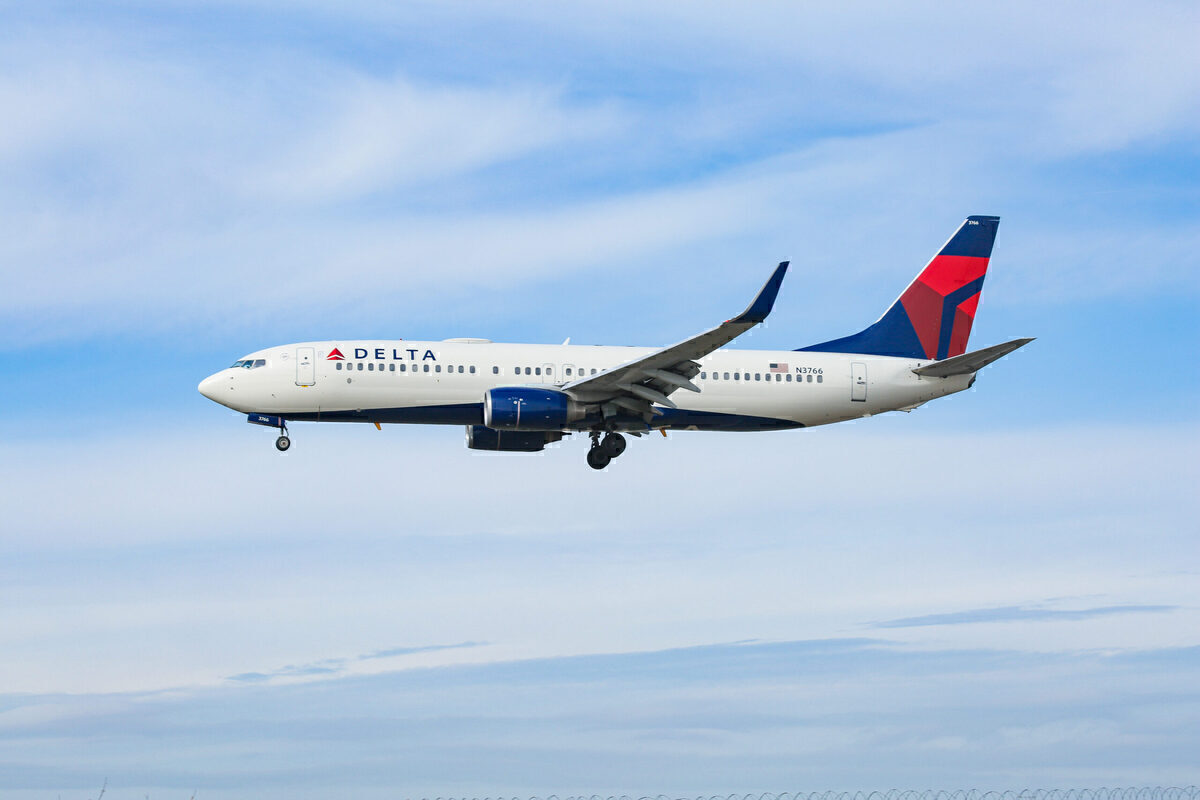 Delta Flight Delayed Over 15 Hours After Boeing 737 Suffers Electrical Trim Problem