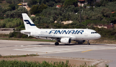 A Finnair Airbus 319 back tracking prior departs from