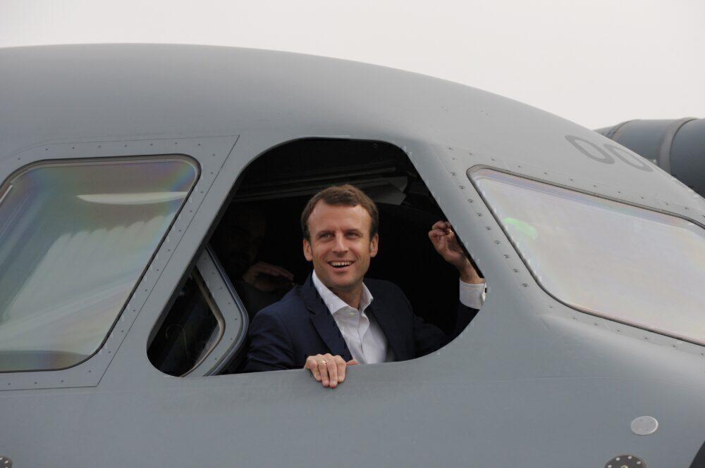 FRANCE-TRANSPORT-AVIATION-AIRSHOW-MACRON