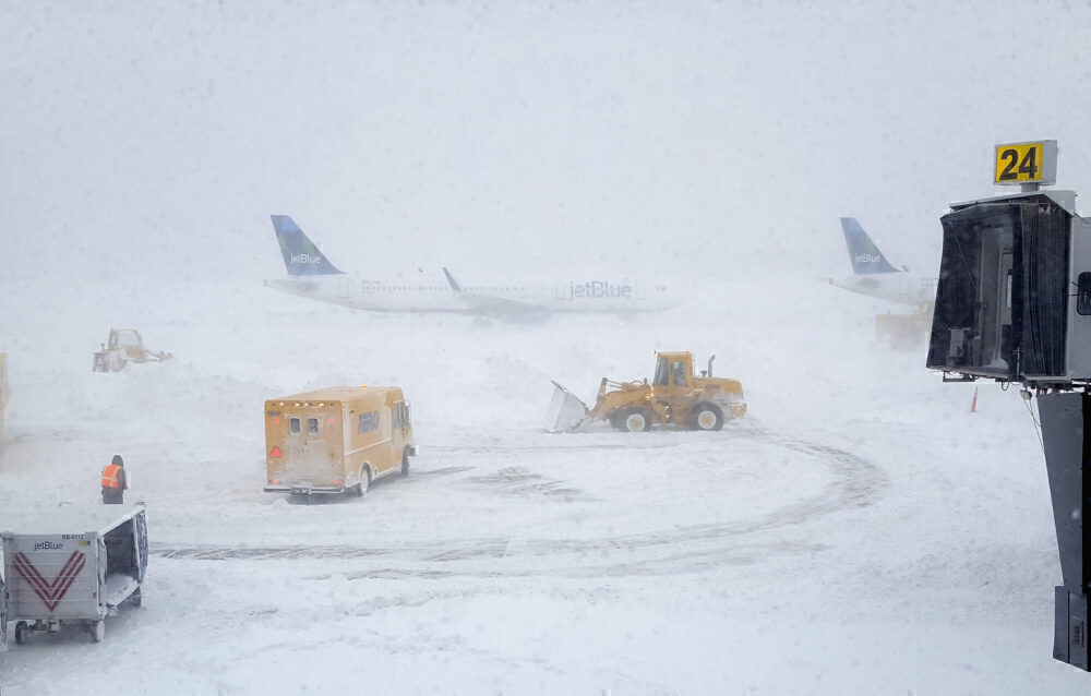 Thousands of New York Area Flights Canceled Ahead Of Snow Storm
