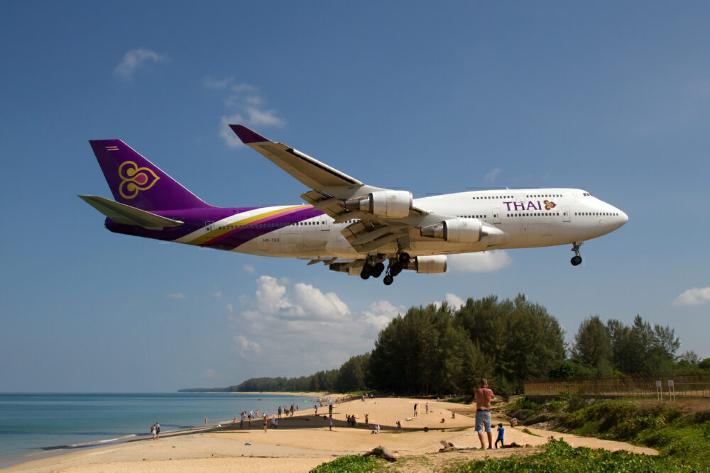 Thai Airways Boeing 747-400 about to complete a domestic