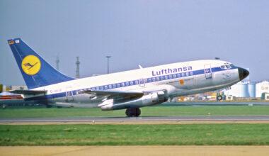 Lufthansa_Boeing_737-100;_D-ABEB,_April_1980_CAT_(5884282880)