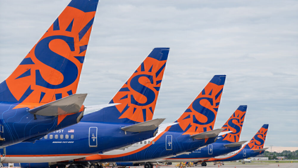 Sun Country planes