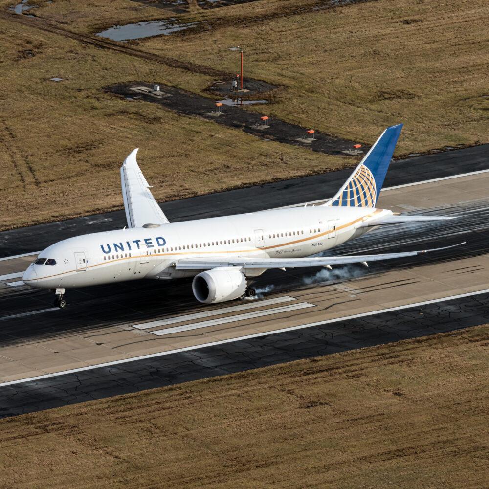United Airlines Boeing 787-8 Dreamliner N26910