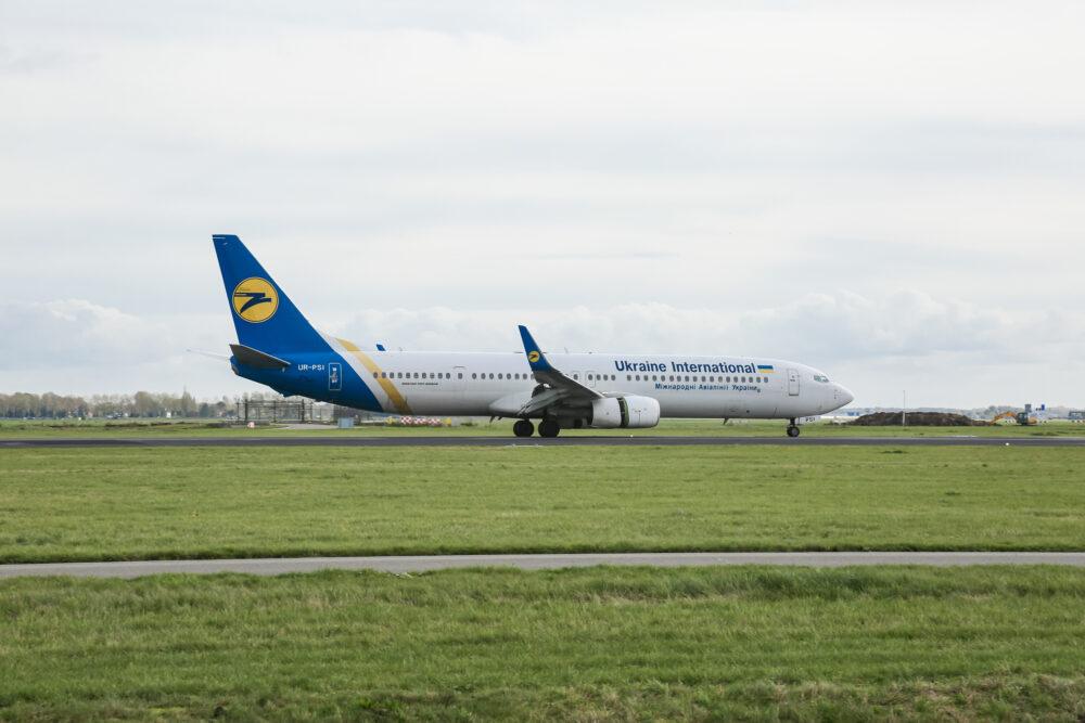 Ukraine International Airlines UIA Boeing 737