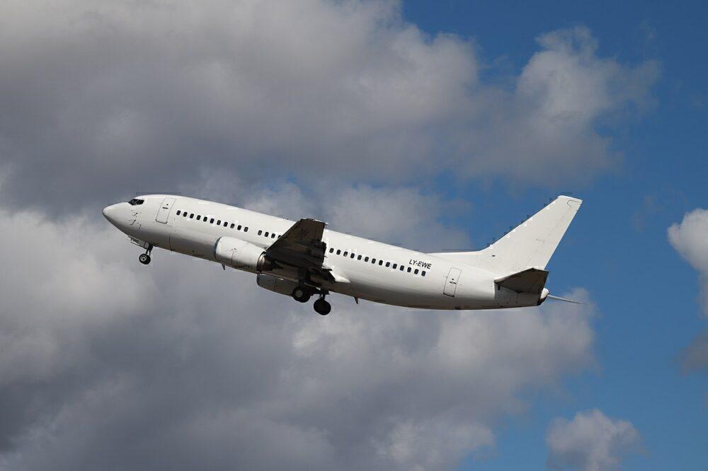 Fly Armenia 737-300