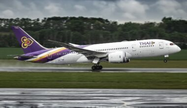 1280px-Thai_Airways_Boeing_787-8