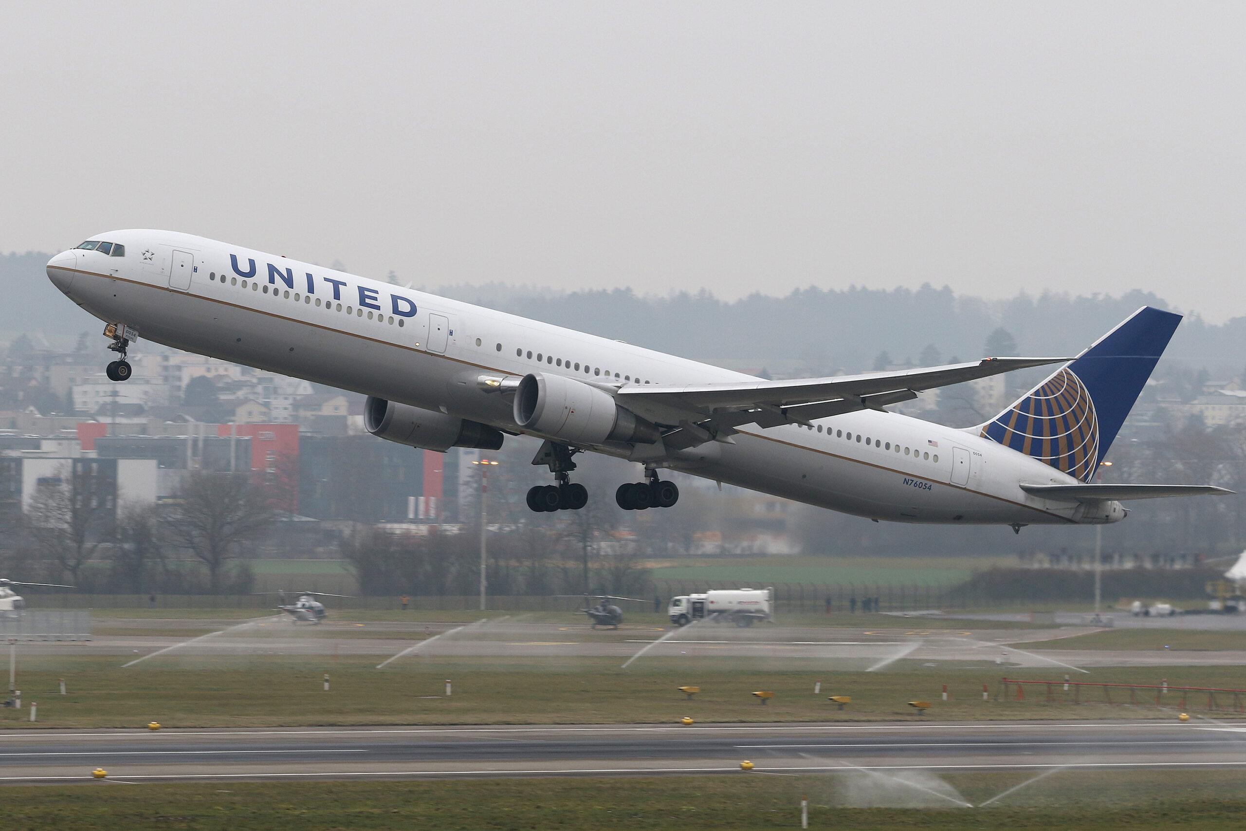 United Boeing 767-400ER