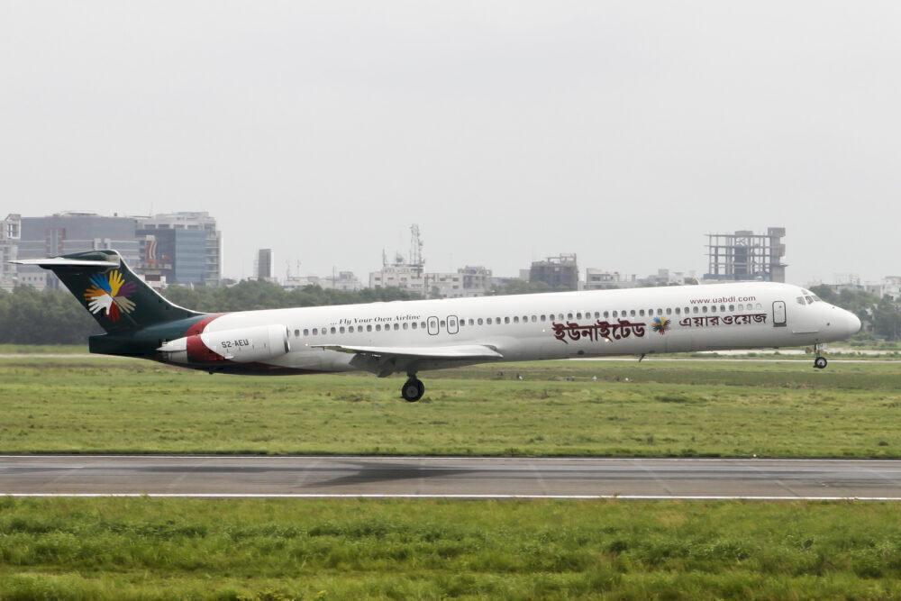 United Airways MD-83
