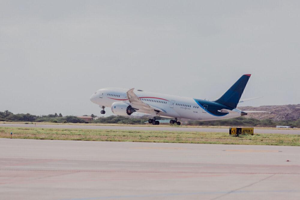 Comlux Boeing 787 Dreamliner