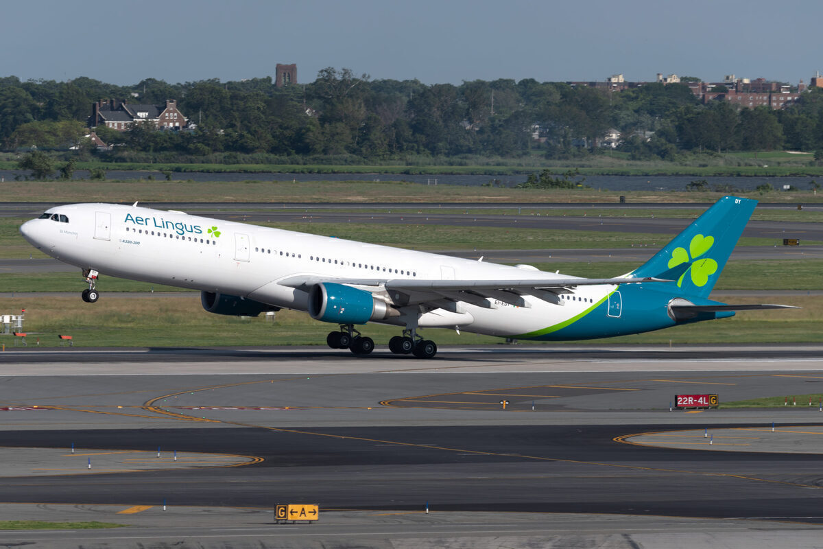 A330 Landing in Aer Lingus colors
