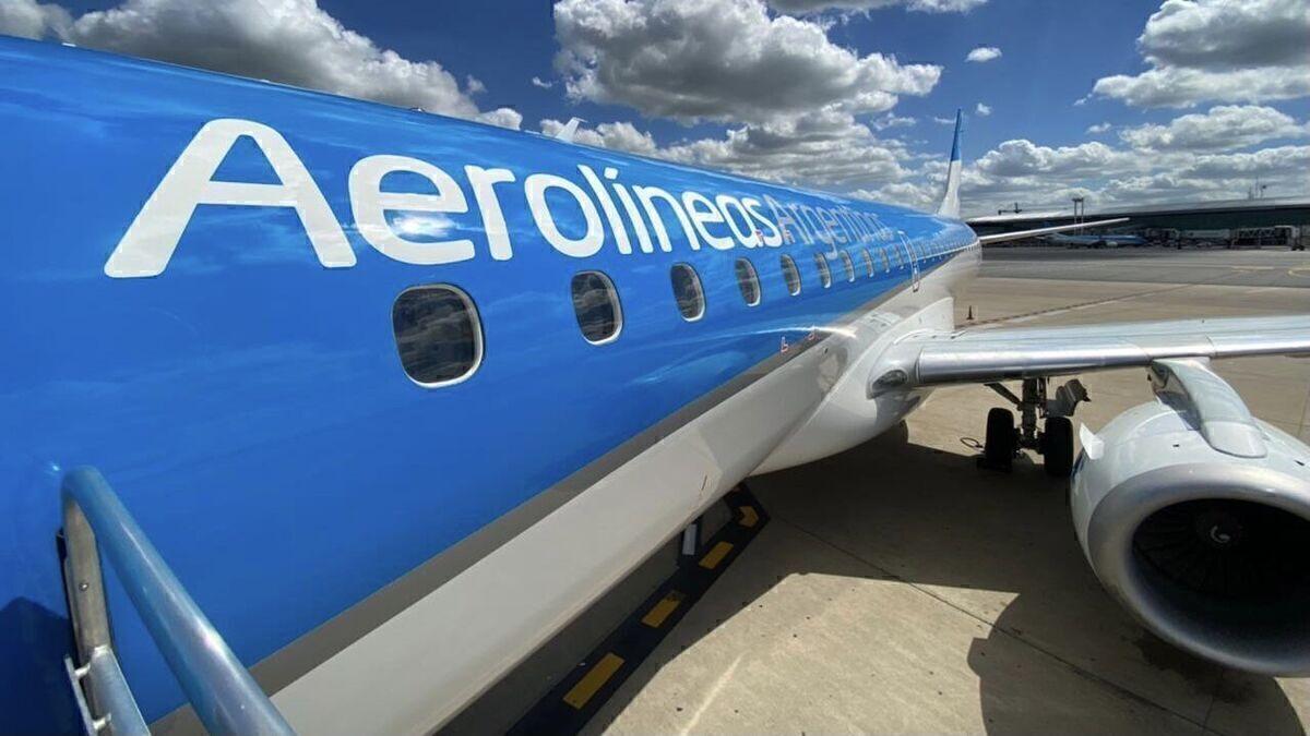 Aerolineas Argentinas Embraer