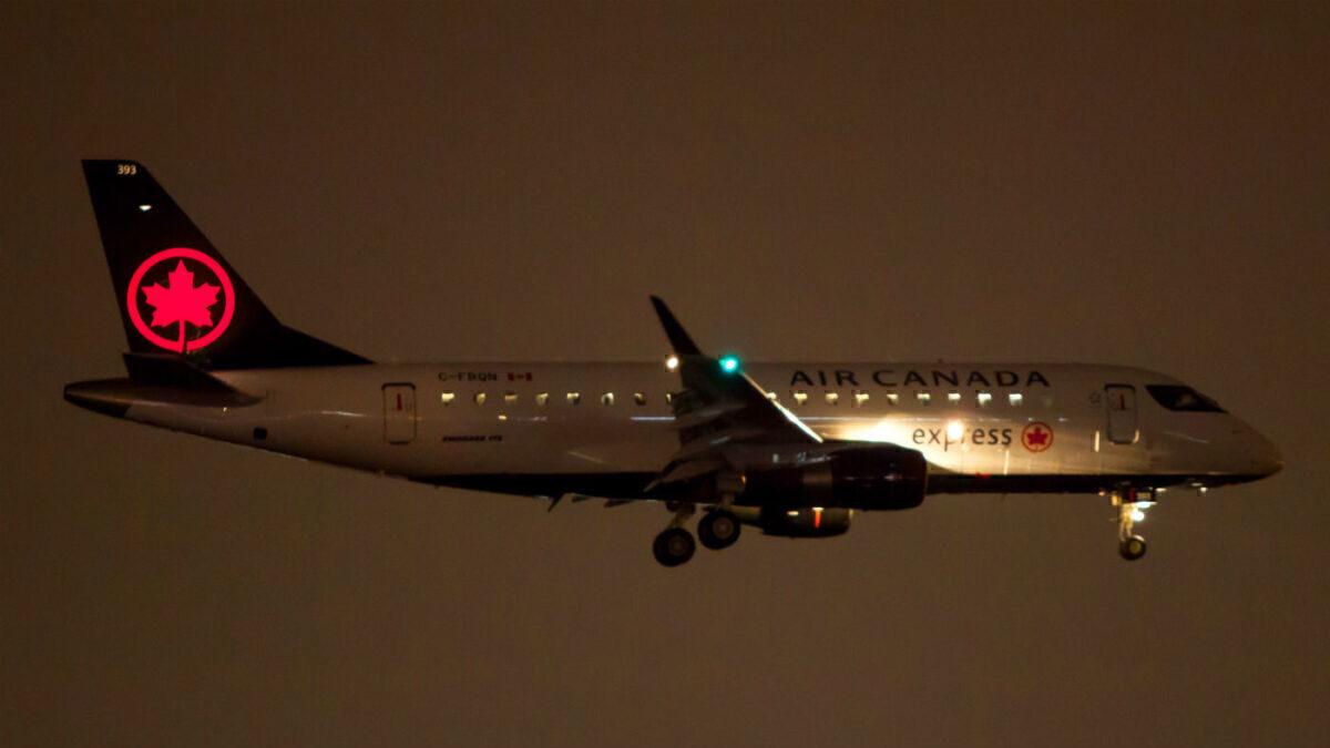 Air Canada Express ERJ-175 night landing