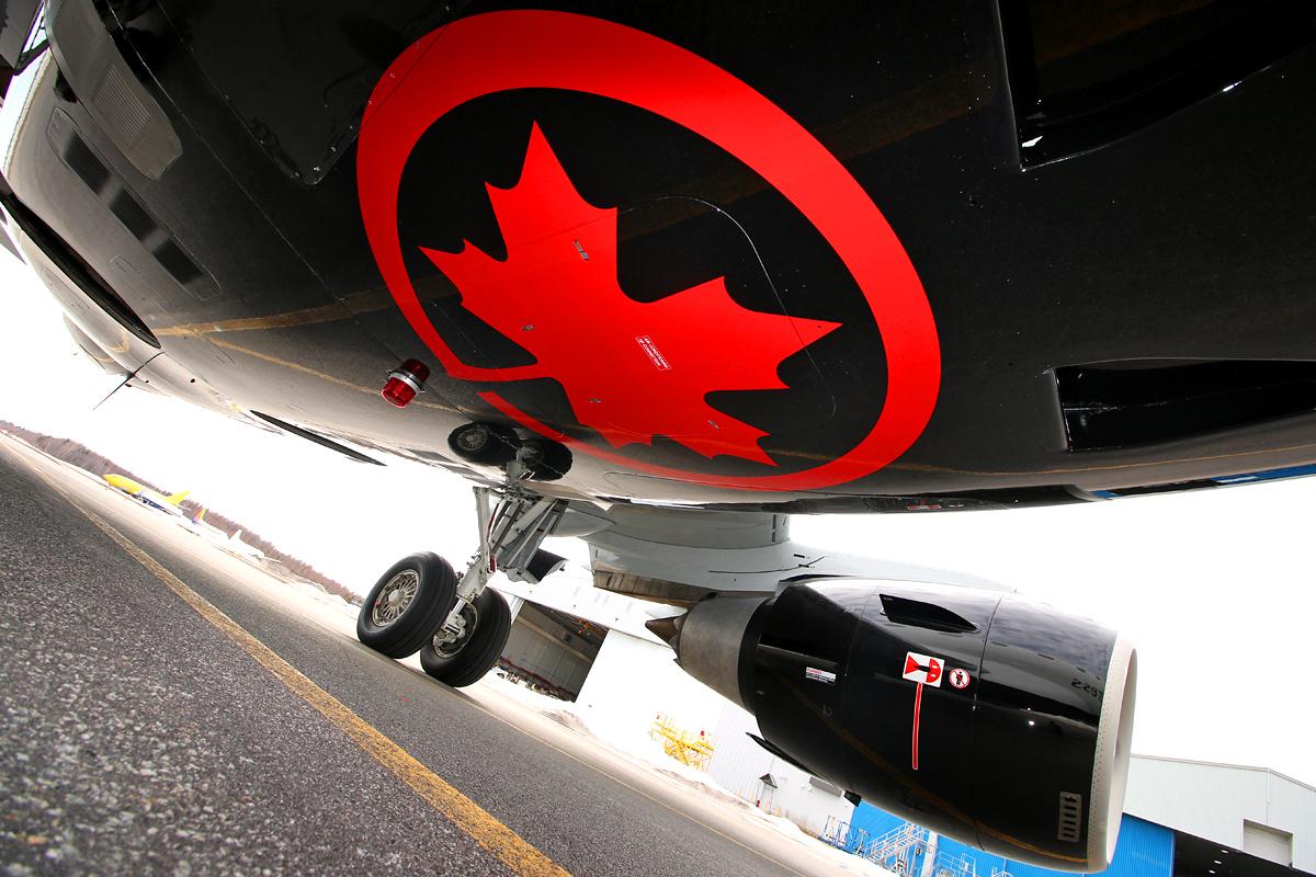 Air canada Express ERJ-175 bottom