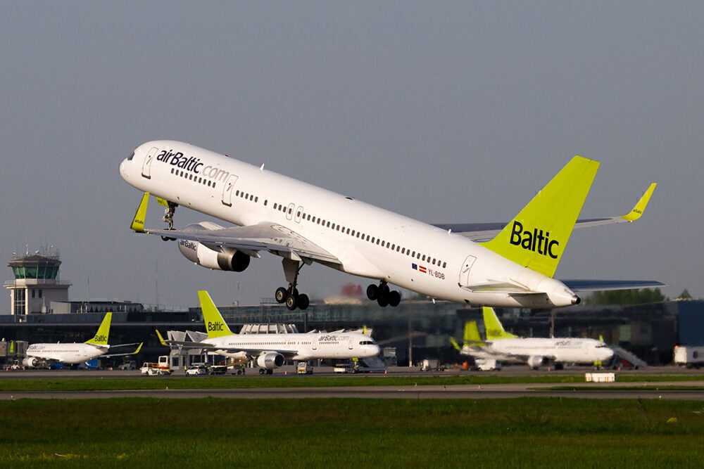 airBaltic 757