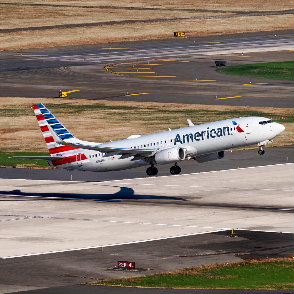 American Boeing 737-800