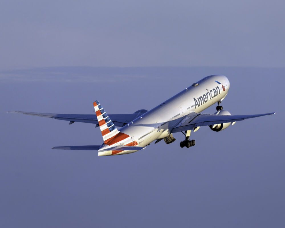 american-airlines-777-300