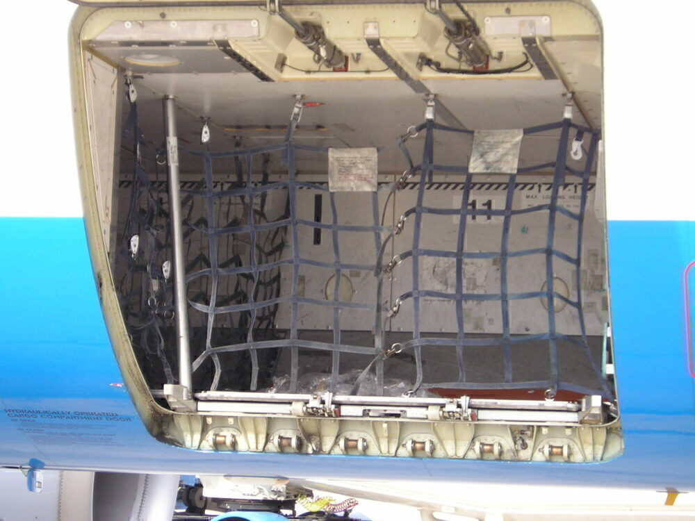 A320 luggage compartment