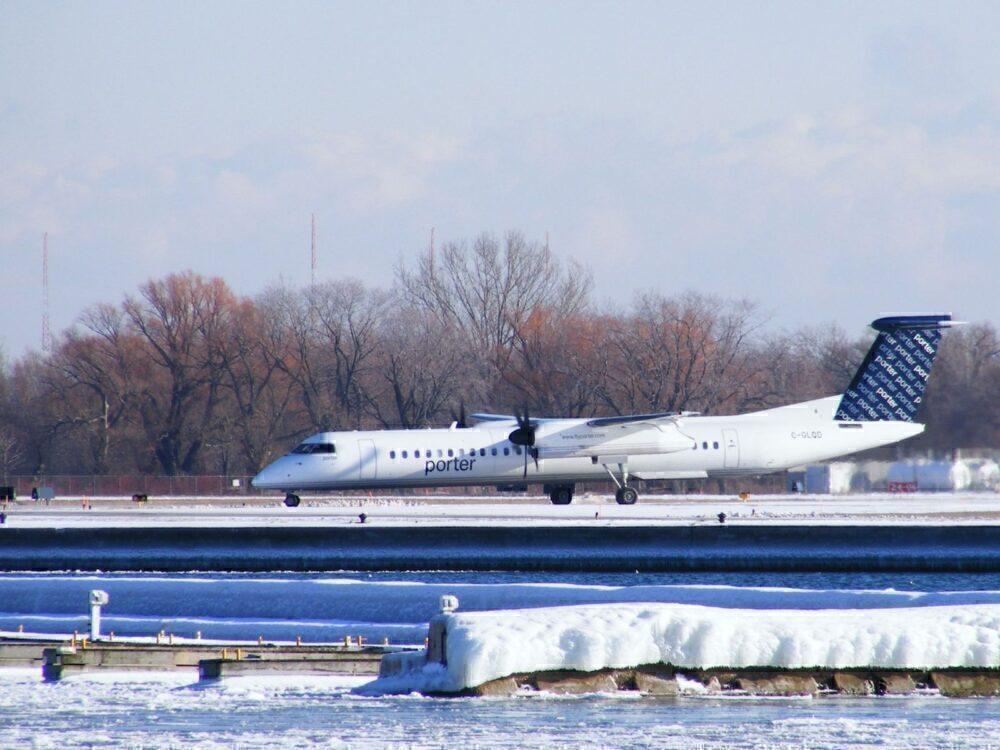 Porter Airlines Dash 8 toronto