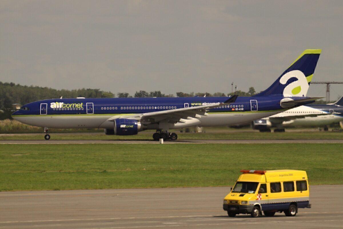 EC-KXB_Airbus_A330_Air_Comet_ (7319384074)