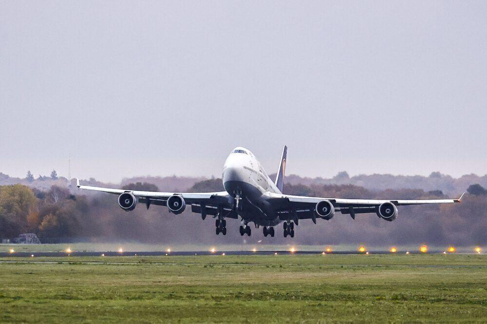 Lufthansa B747-400