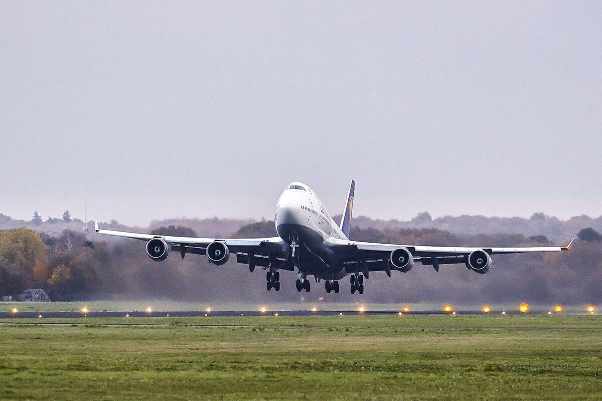 Lufthansa Boeing 747-400 departing Twente Airport