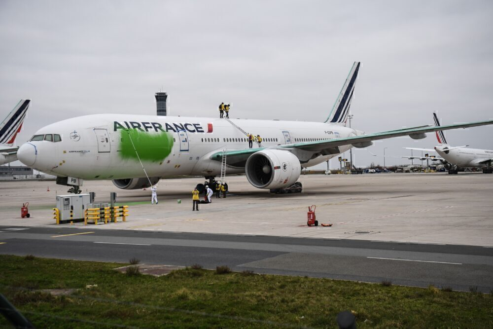 Air France 777 vandalized