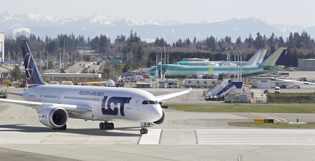 LOT Polish Airlines May Not Take Two Delayed Boeing 787 Aircraft