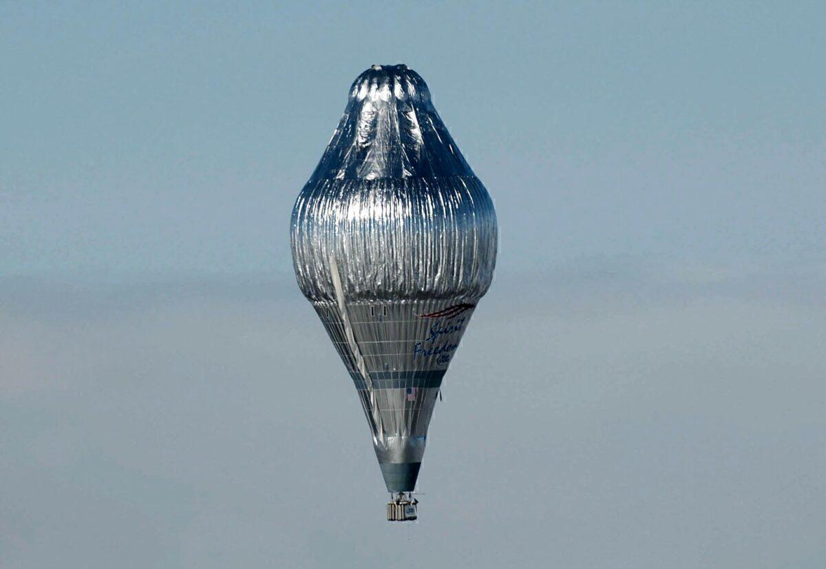 """Steve Fossett's """"Spirit of Freedom"""" balloon takes"""