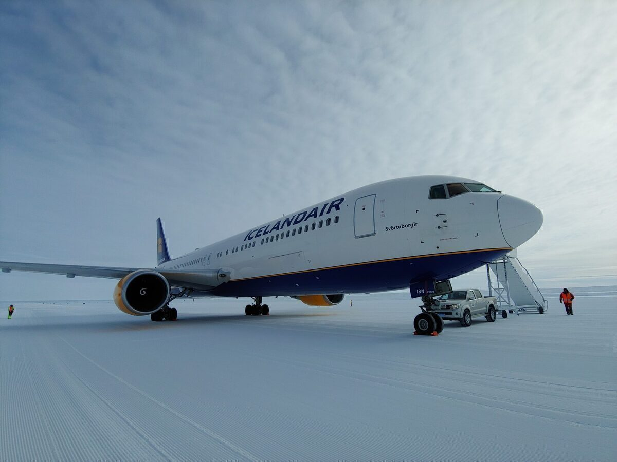 Why Has Icelandair Flown A Boeing 767 To Antarctica And Back? - Simple Flying