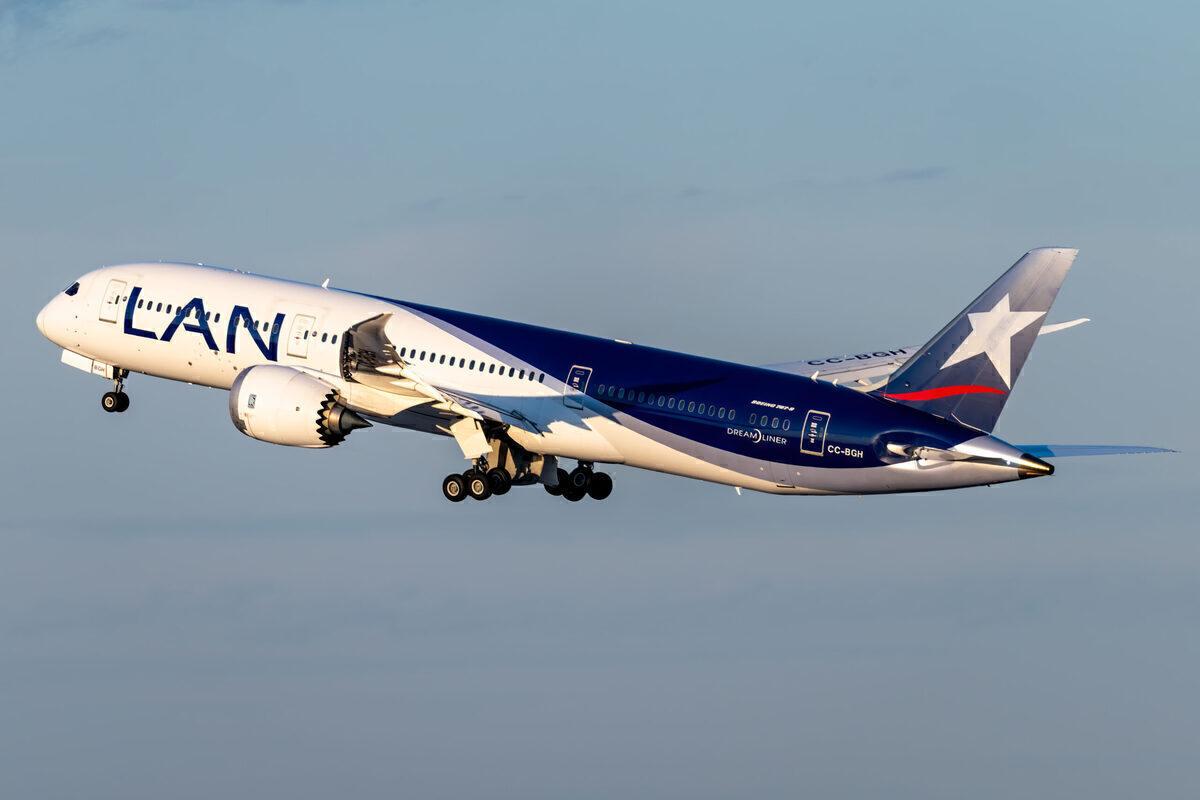 LATAM Agrees Boeing 787 Dreamliner Order Reduction