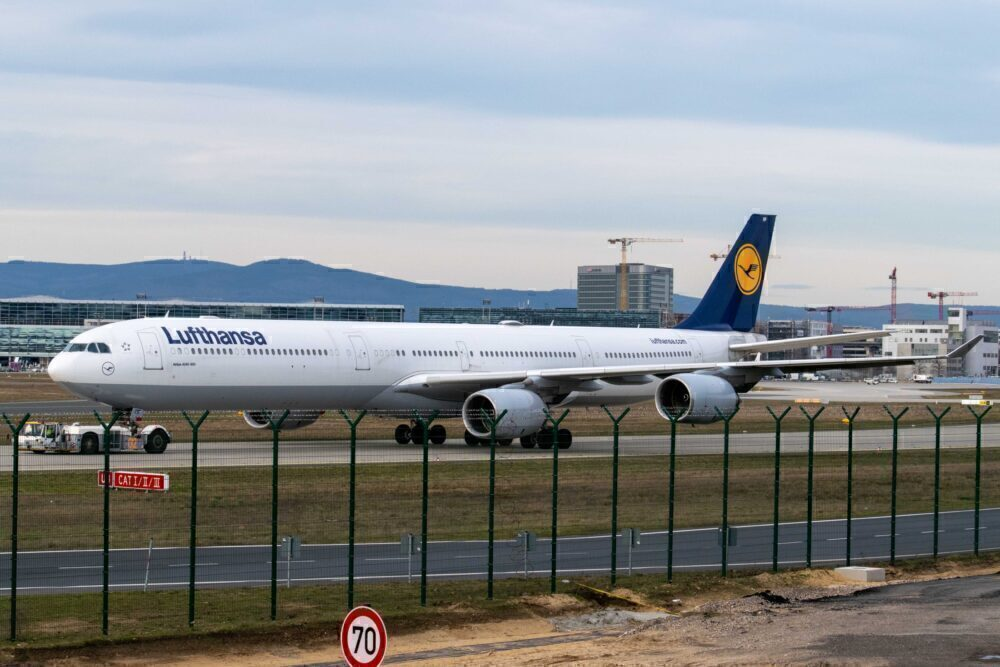 Lufthansa Airbus A340