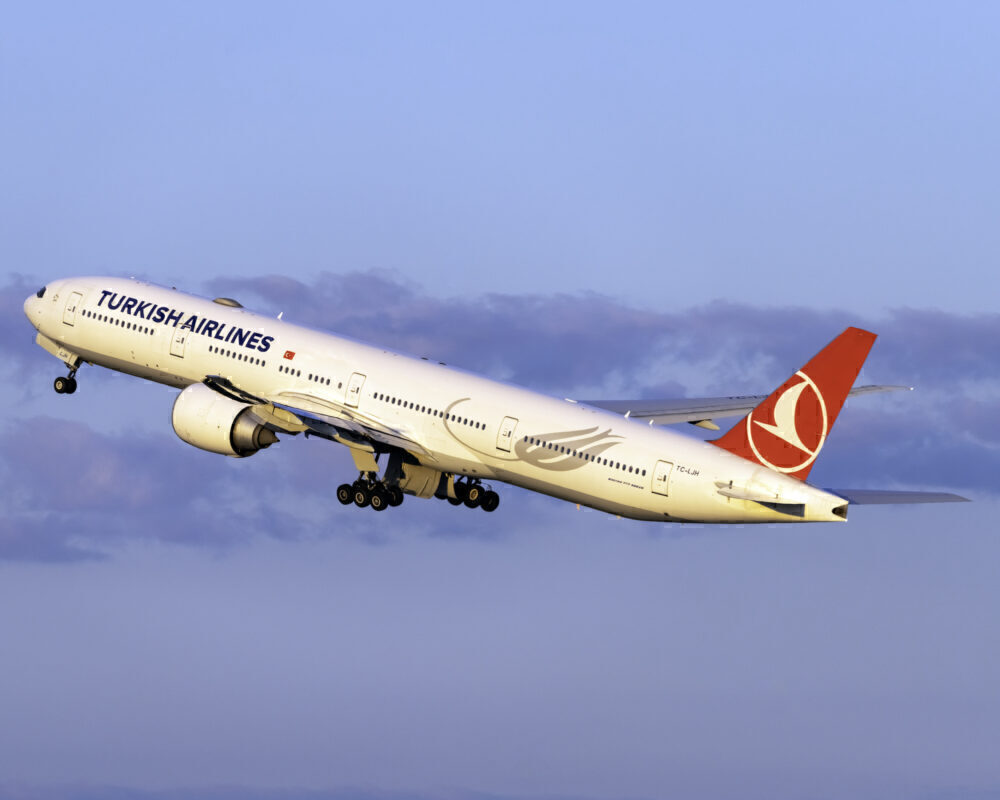 Turkish Airlines Boeing 777-3F2(ER) TC-LJH