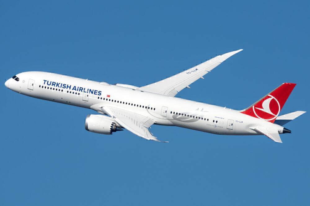 Turkish Airlines Boeing 787-9 Dreamliner TC-LLM