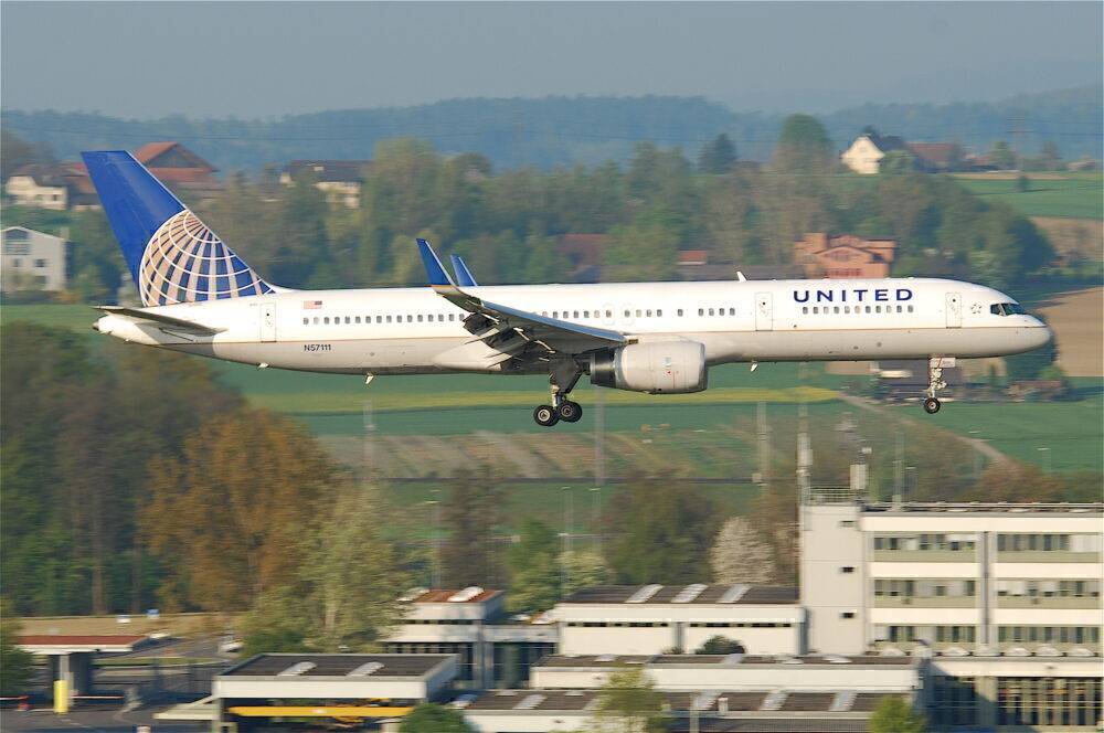 United Boeing 757 Reports Smoke in Cockpit On Approach