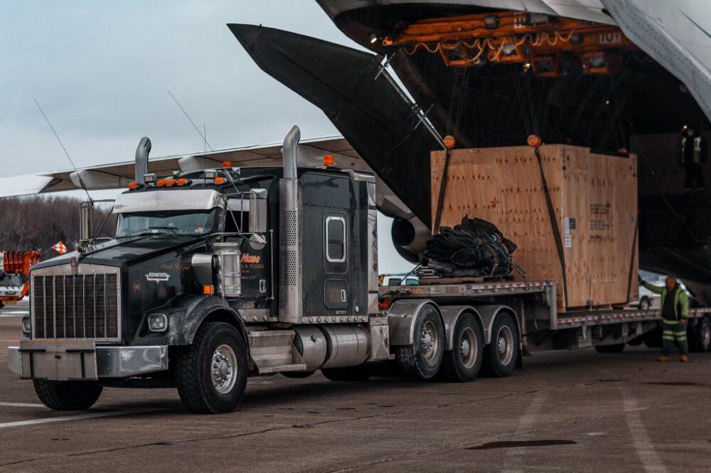 An124 cargo offloading