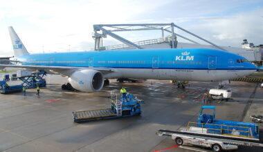 1280px-KLM_Boeing_777-300ER;_PH-BVB@AMS;08.10.2011_620af620as_(6298670226)