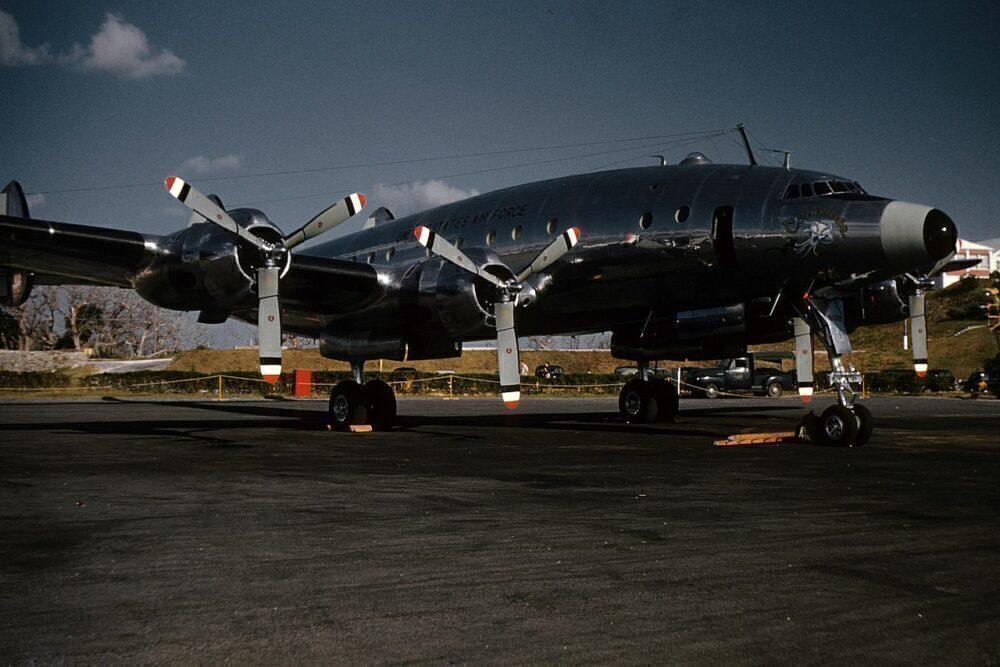 1280px-Lockheed_Constellation_Columbine_II_during_President_Eisenhower's_visit_to_Bermuda_for_the_December_1953_Western_Summit