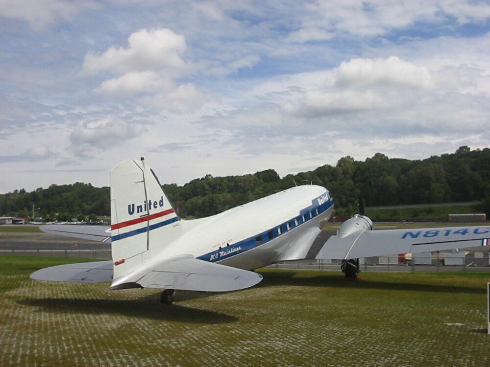 United Airline Douglas DC-3