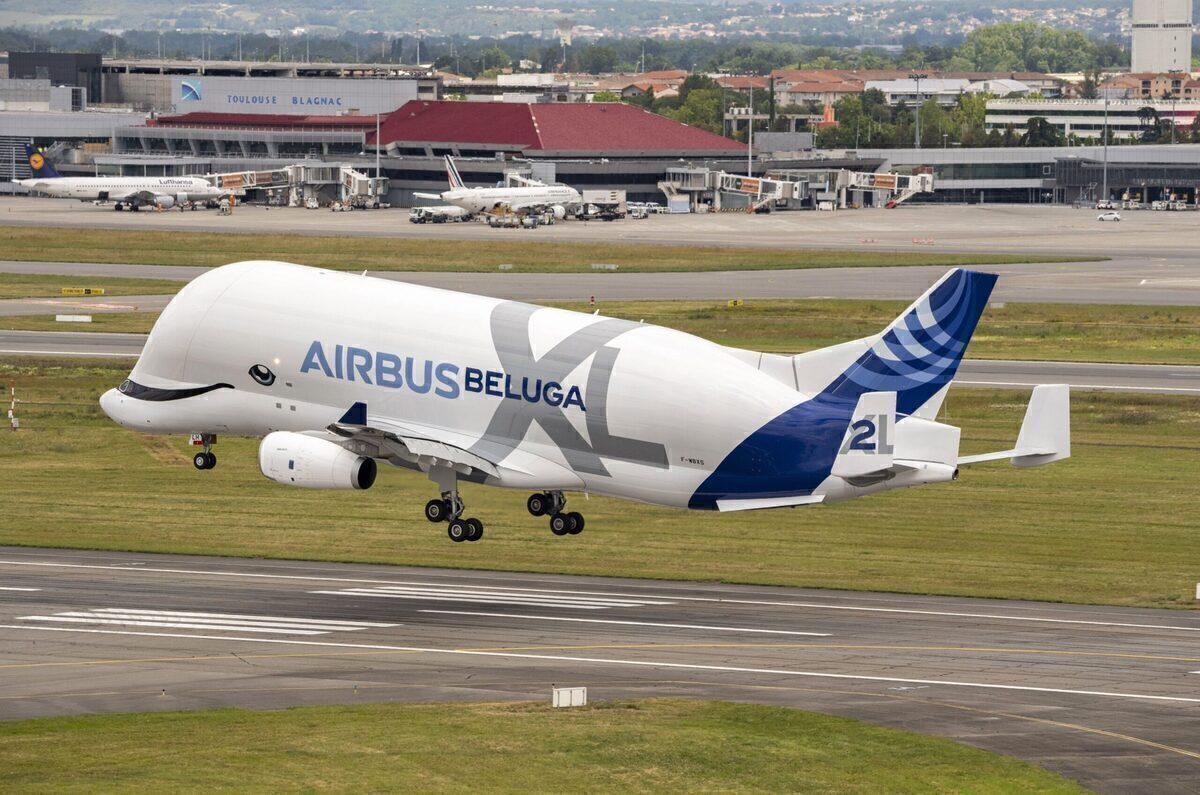 The Battle Of The Beasts: The Boeing Dreamlifter vs Airbus Beluga XL