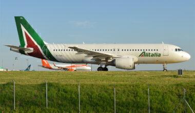 Alitalia,_EI-DSL,_Airbus_A320-216_(27843246744)