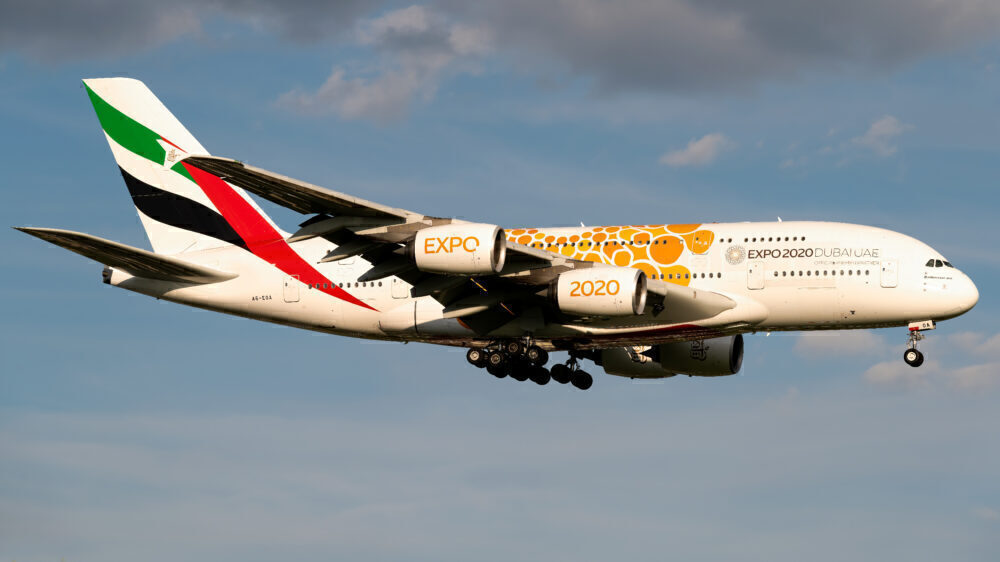 Emirates Airbus A380-861 A6-EOA