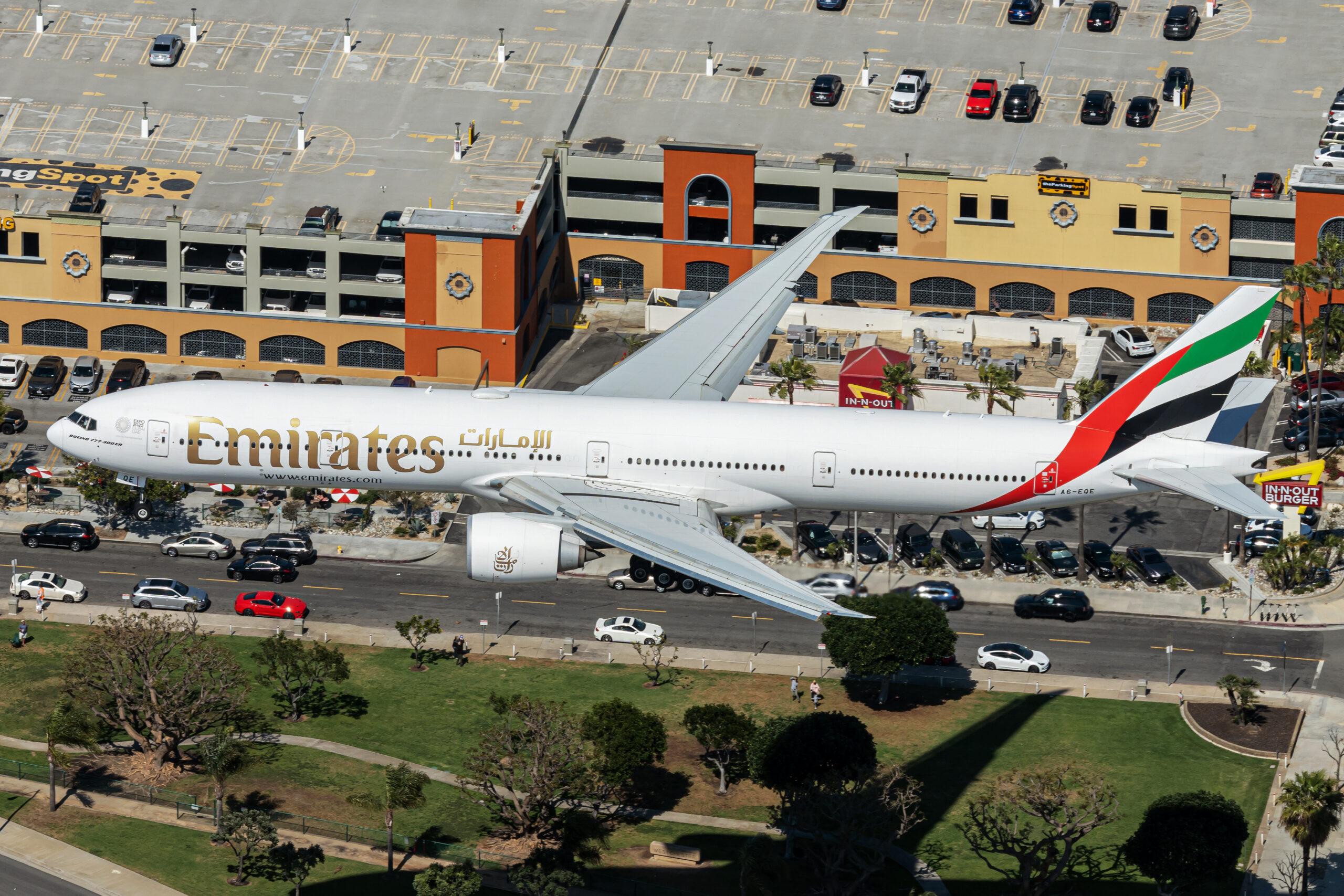 Emirates Boeing 777 landing in Los Angeles