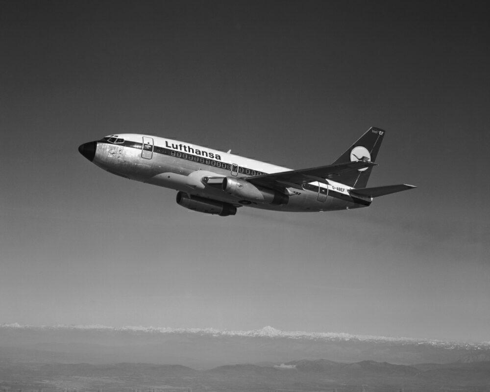 Lufthansa Boeing 737-100 In-Flight