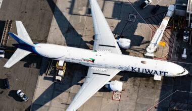 Kuwait Airways Boeing 777-369(ER) 9K-AOK (2)