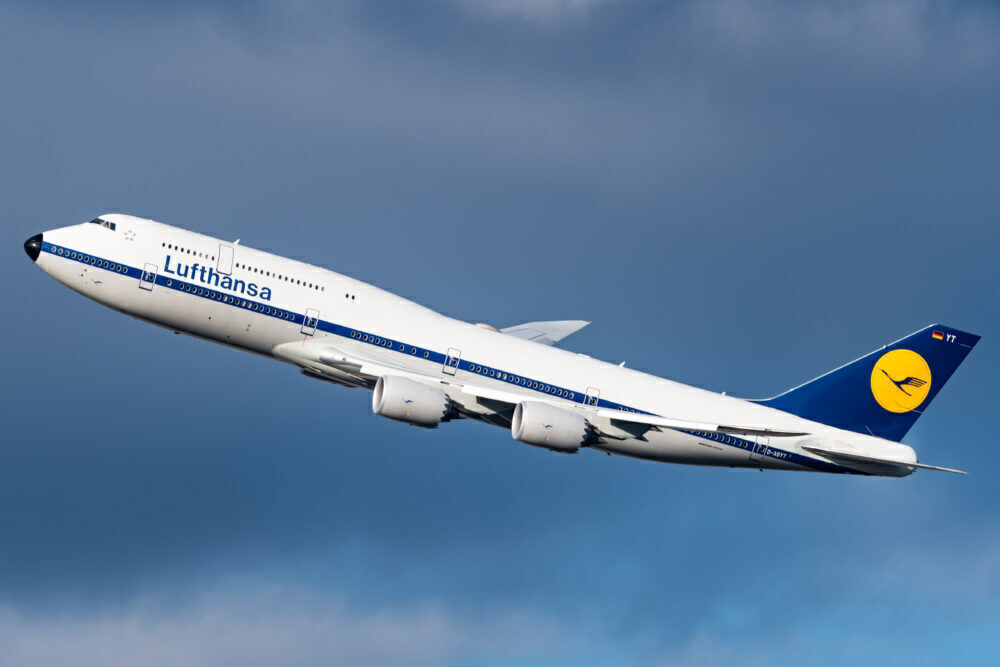 9 Years Of Service: Why The Passenger Boeing 747-8 Didn't Take Off