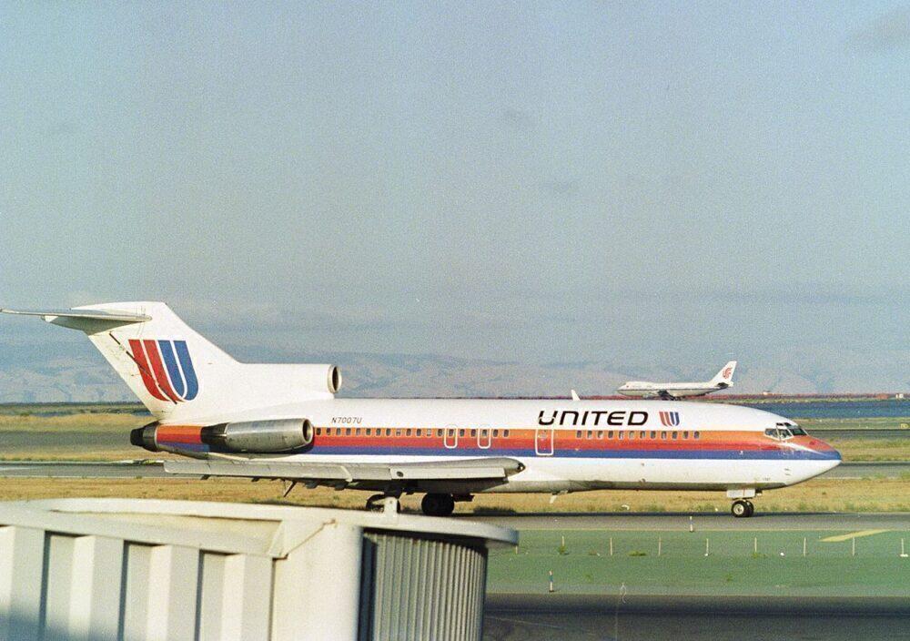 United Boeing 727